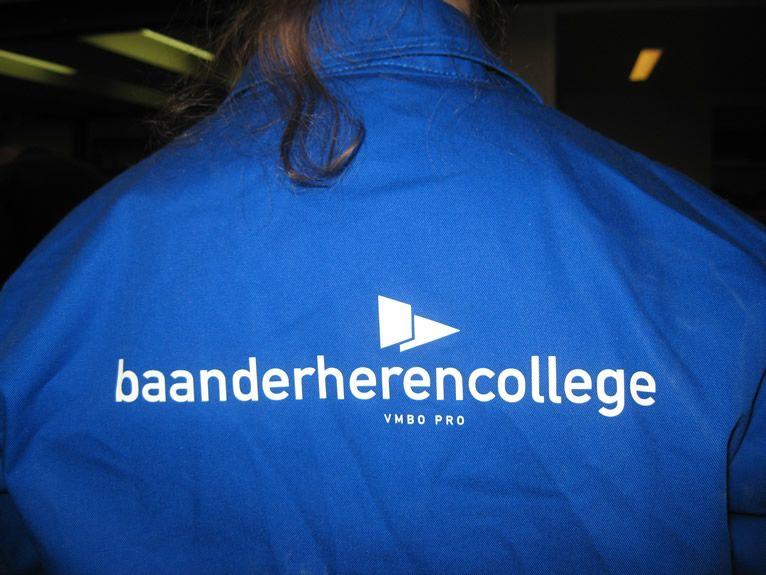 Een van de PRO leerlingen op de rug gezien