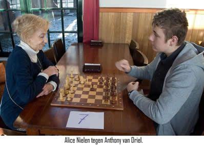 Assumburg schaaktoernooi 2013 3b