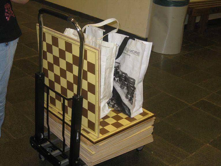 De stapel schaakborden.