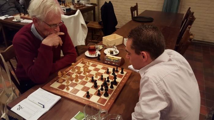 Roy wist te winnen nadat hij wat onhandig zijn loper op d6 had gezet, wat hem zoals te zien een minder fraaie Dubbelpion opleverde. Hij won uiteindelijk toch toen Ebe wat houtjes in liet staan.