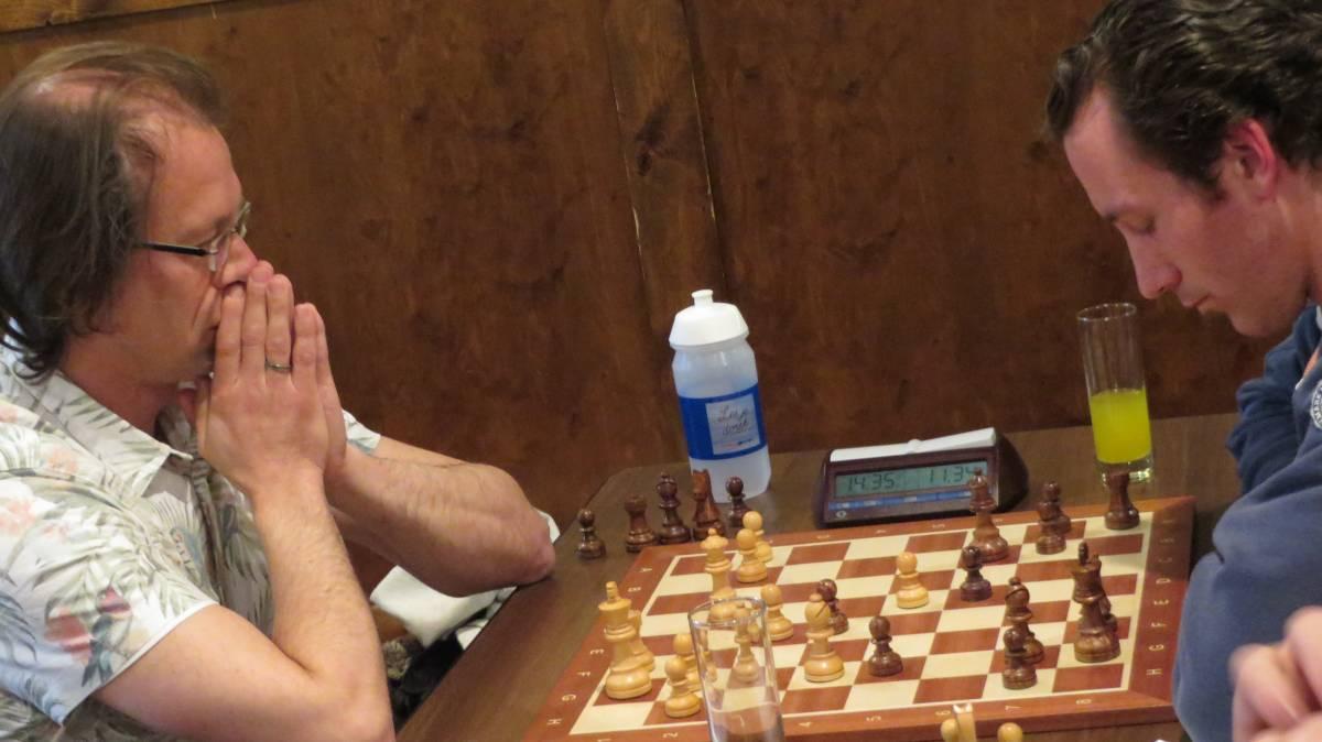 Guido zijn tegenstander lijkt in slaap gesukkeld, maar dat was maar schijn!