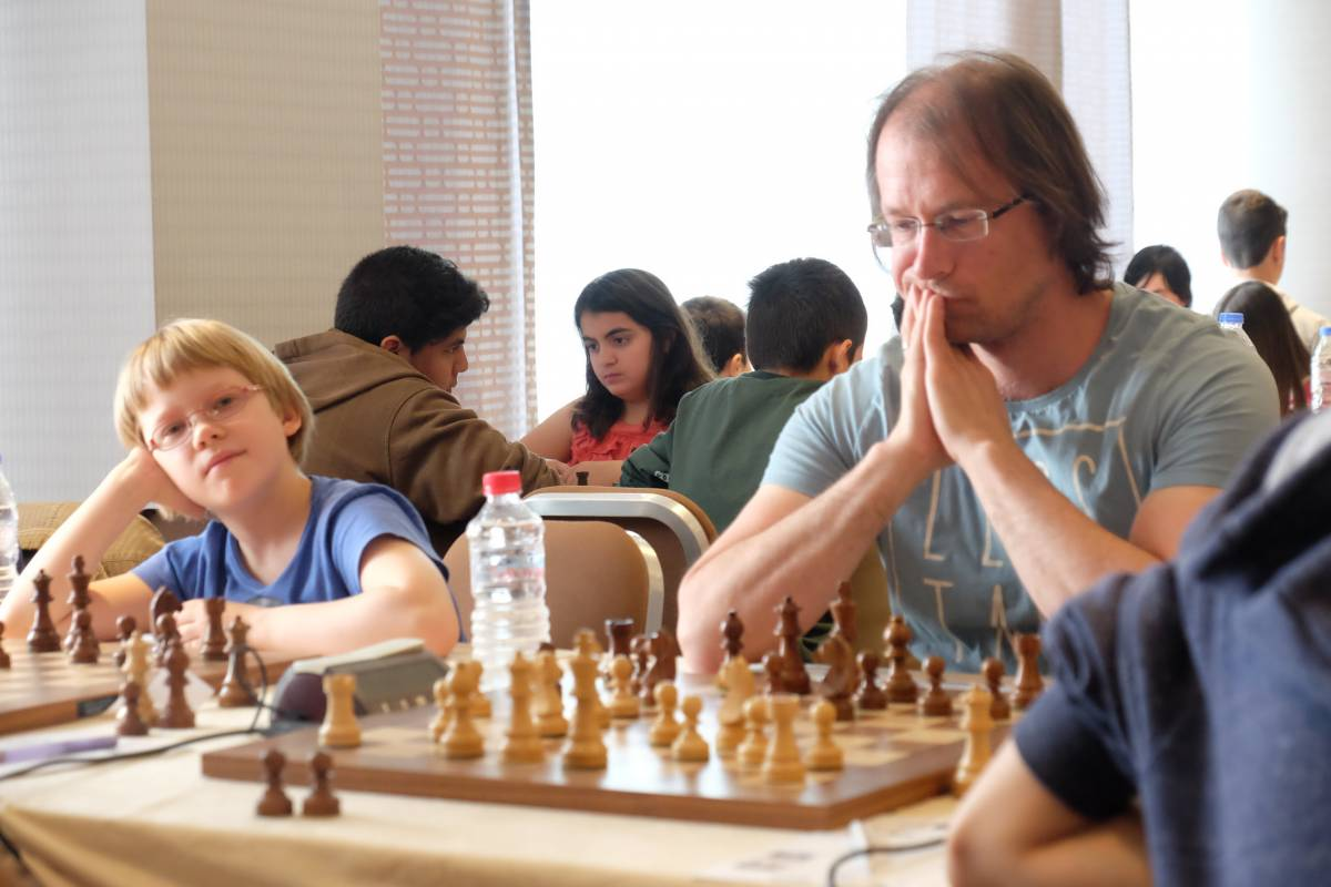 Guido in de 2 ronde met daarnaast het 10-jarig tegenstandertje van Martien.