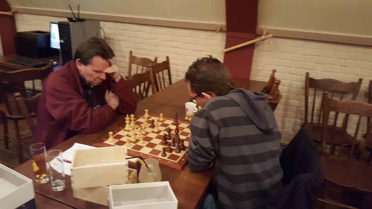 """Hier won de degelijkheid van Eric het tegen het """"loterij-schaak"""" van Roy"""