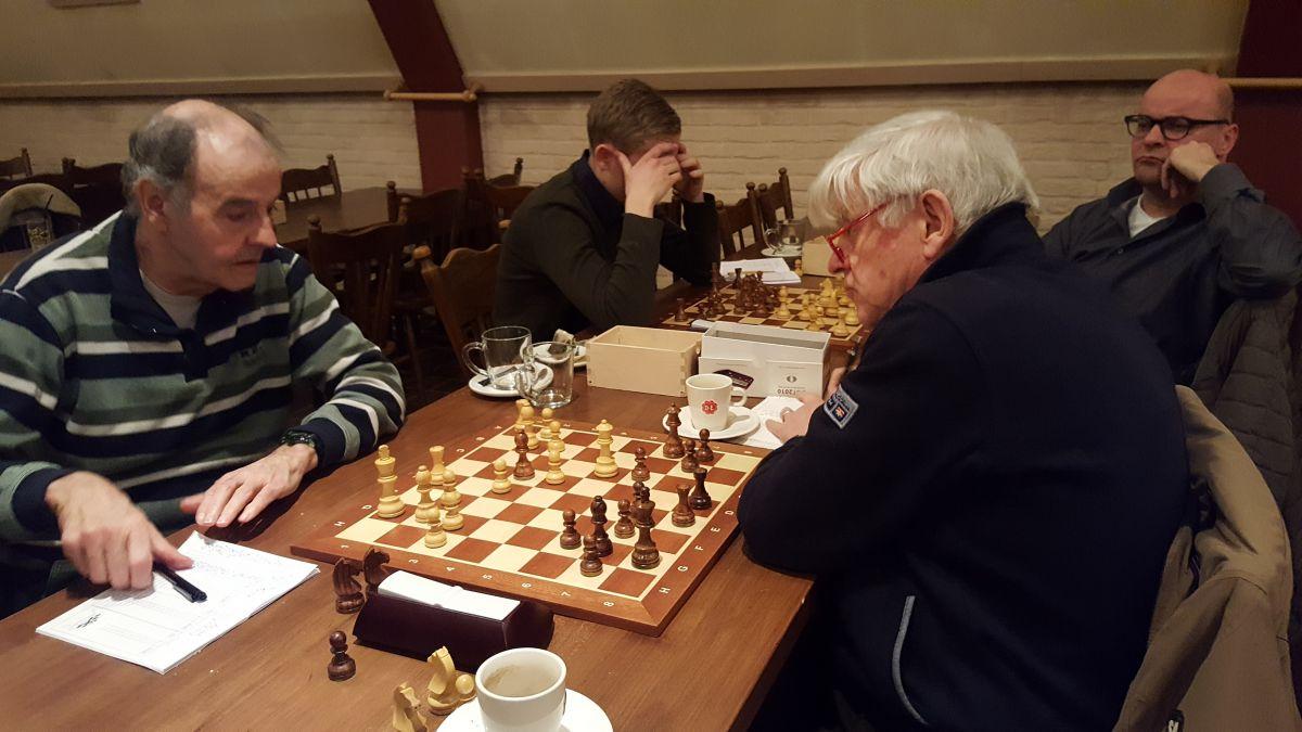 Hans speelde een sterke partij tegen Mari en won overtuigend, zo leek het.