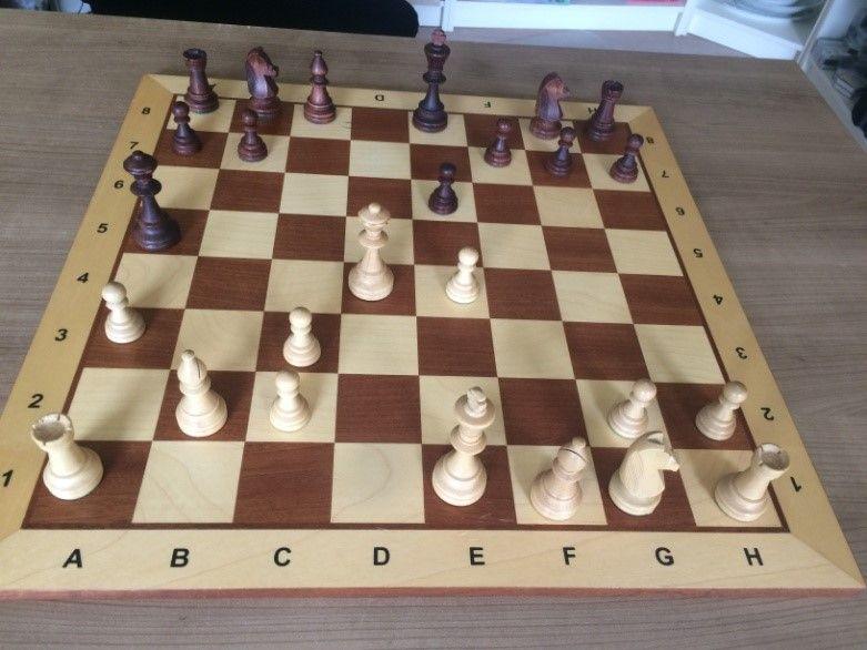 Figuur 3 Stelling na 9. Dxd4. De stelling geeft uitstekende verlieskansen voor wit.