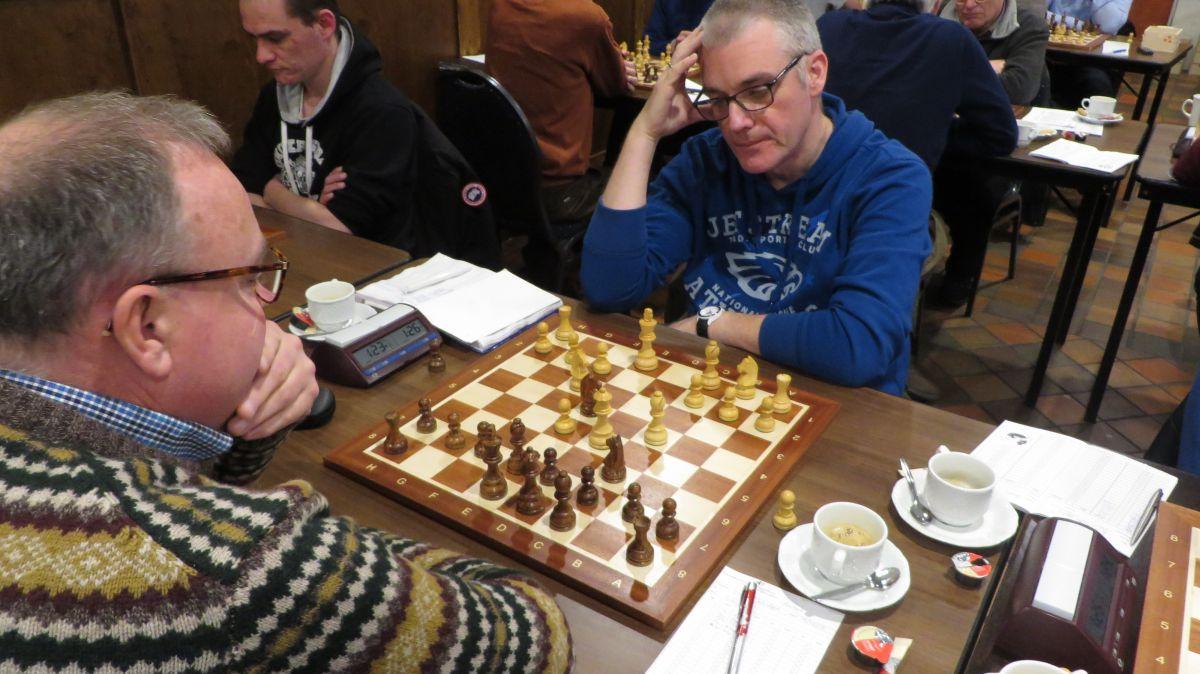 Martin na het uitvoeren van het vernietigende Dd5 met dubbele aanval op f7 en e4.